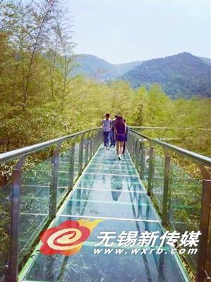 宜兴竹海深处的空中玻璃栈道5月1日投入使用,这是宜兴陶祖圣境风景