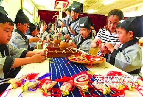 幼儿园举办端午节活动 孩子们体验传统文化